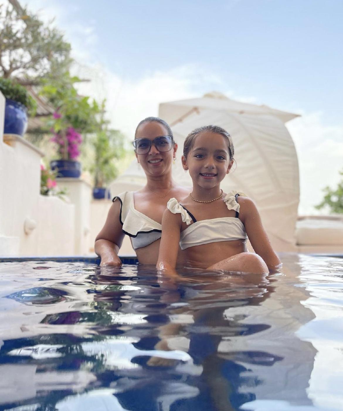 Adamari Lopez Alaia playa italia bikinis