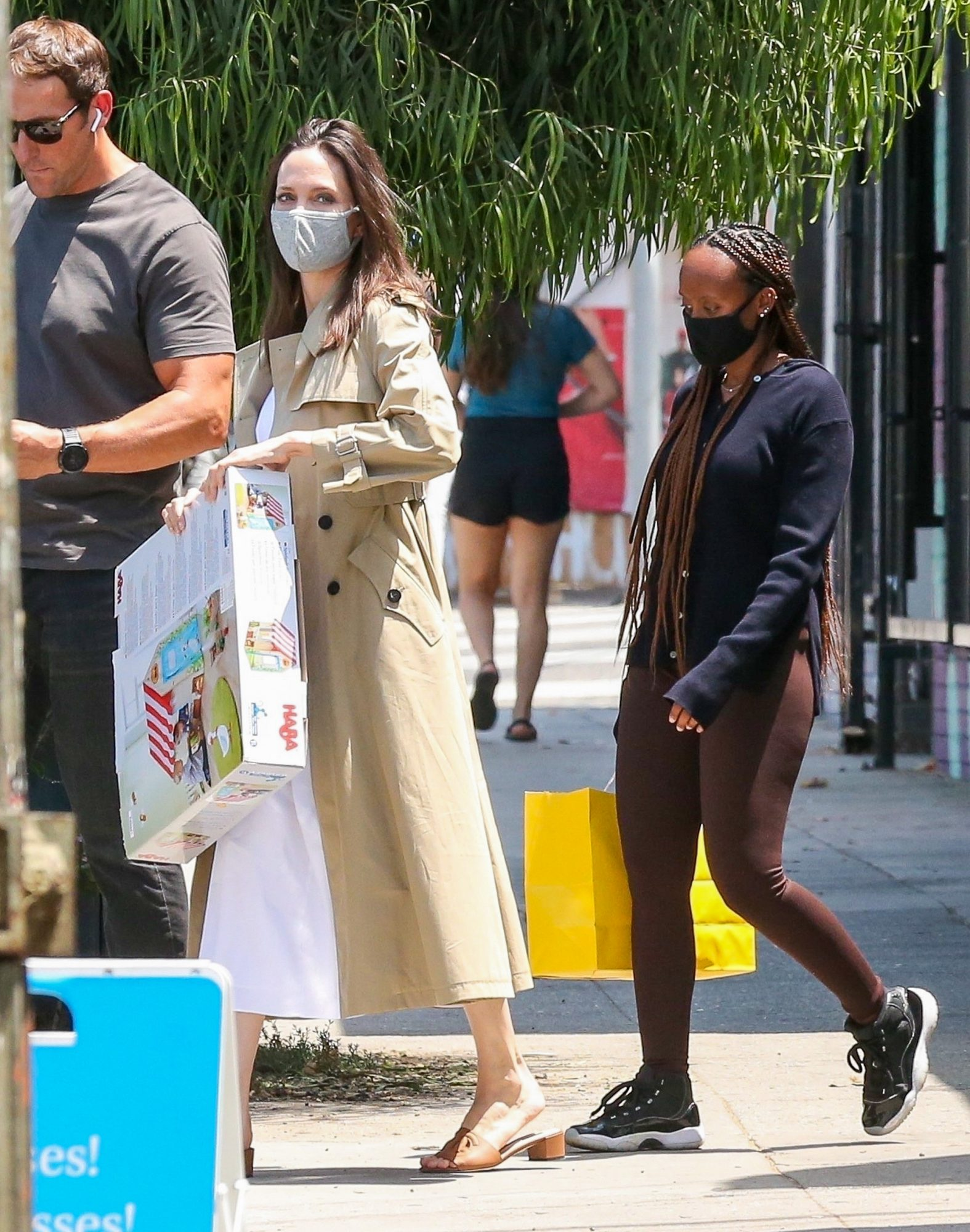 Angelina Jolie And Daughter Zahara Go Shopping For Kids Toys