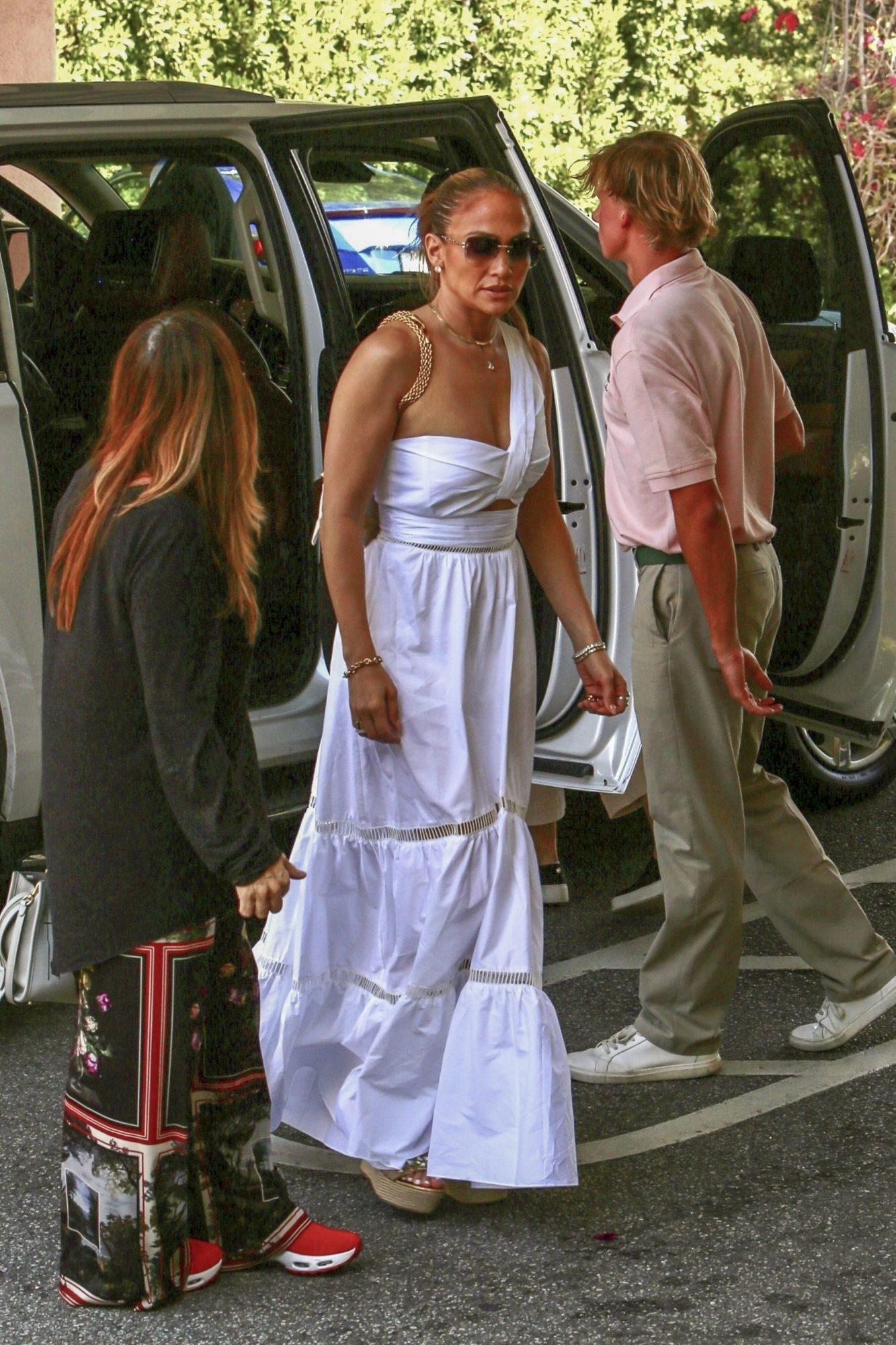Jennifer Lopez, conjunto blanco, beverly hills