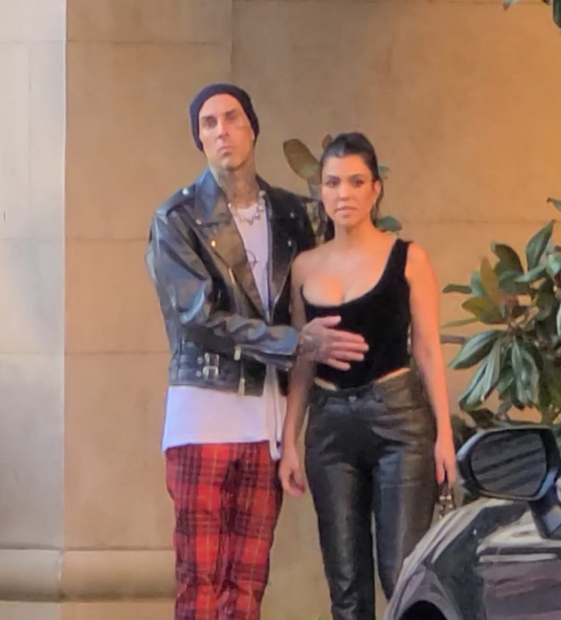 Travis Barker Tenderly Rubs Kourtney's Belly, Is He Giving Us Some Kind of Clue?