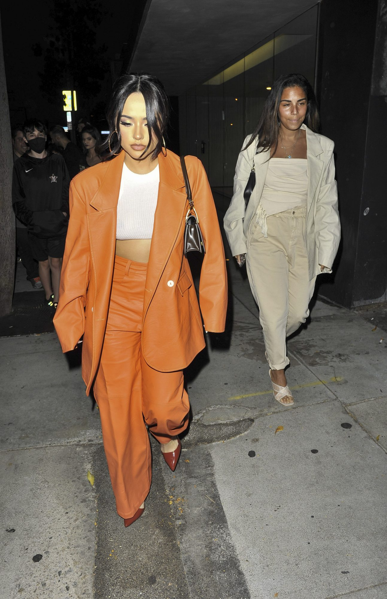 Becky G, look del dia, conjunto naranja