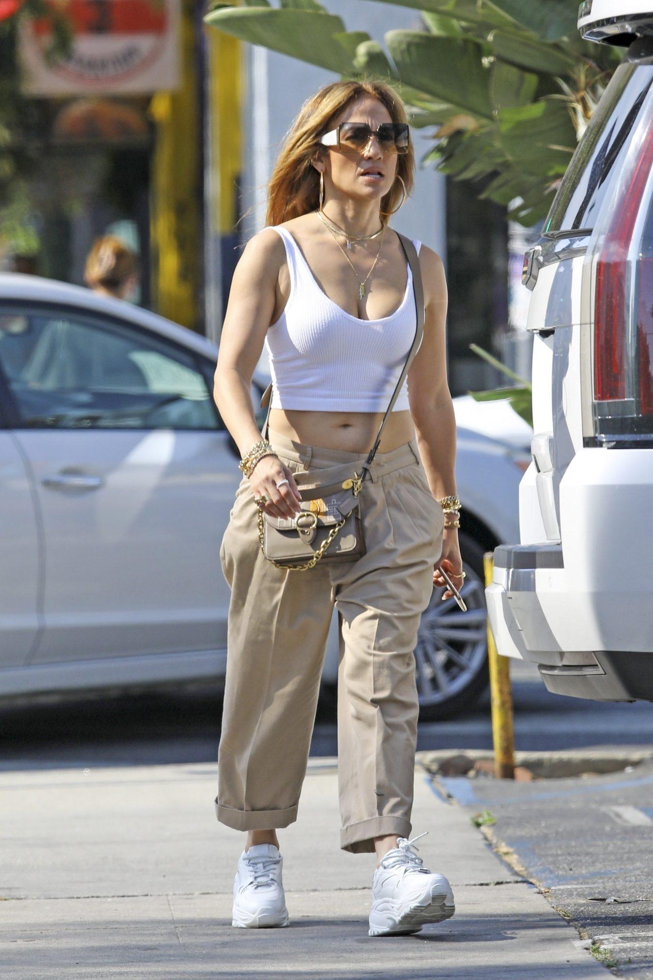 Jennifer Lopez, look del dia, look casual