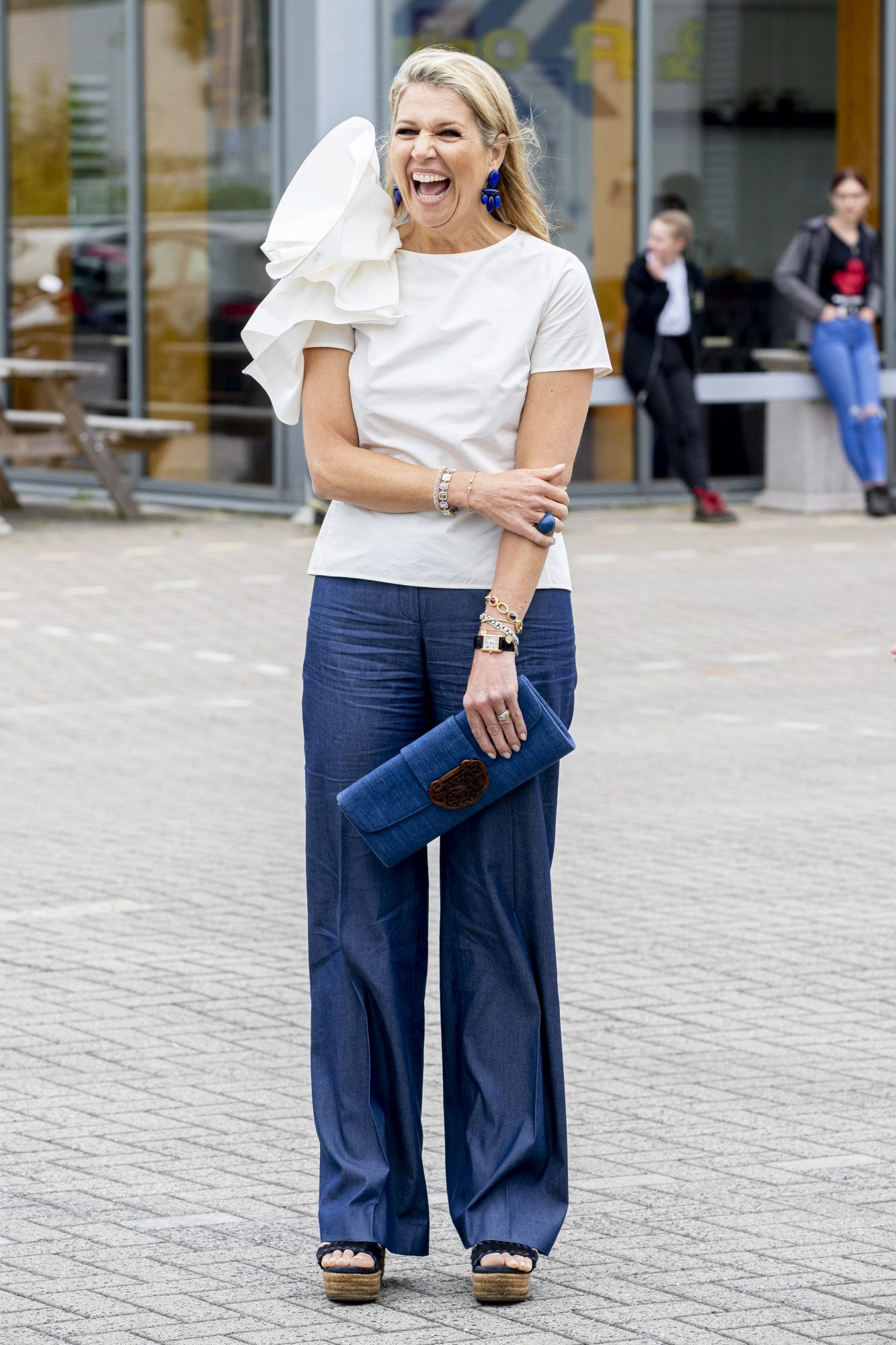 Reina Maxima de Holanda., look del dia, jeans y blusa blanca