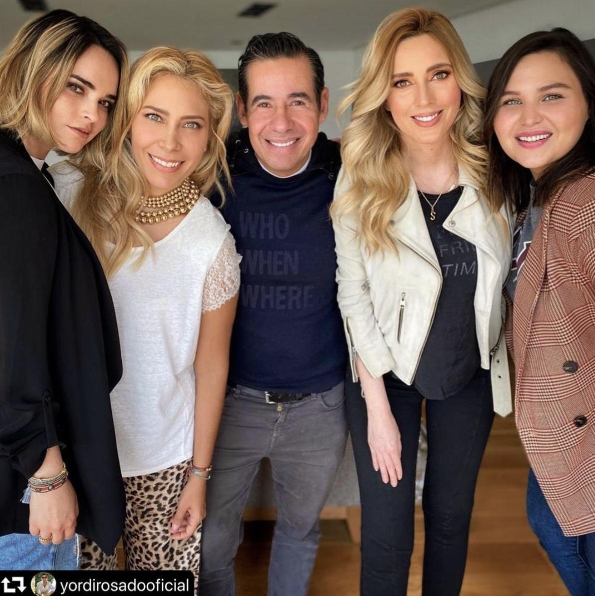 Shanik Aspe con Yordi Rosado y compañeras de Reinas de corazones