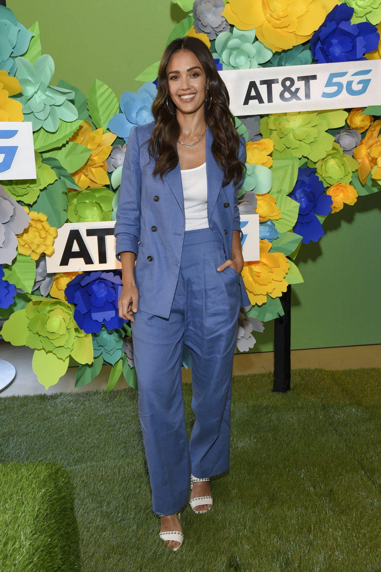Jessica Alba, look del dia, conjunto azul