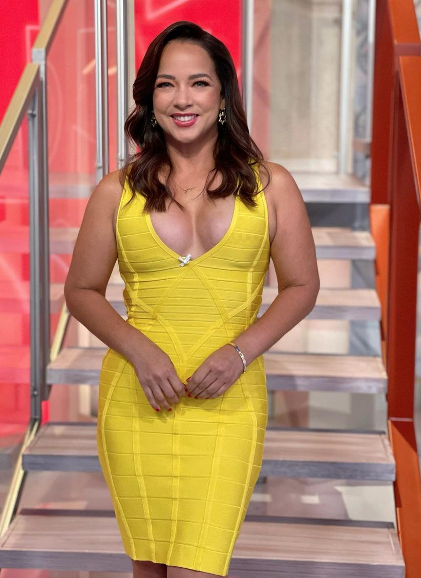 Adamari lopez, vestido amarillo, sexy