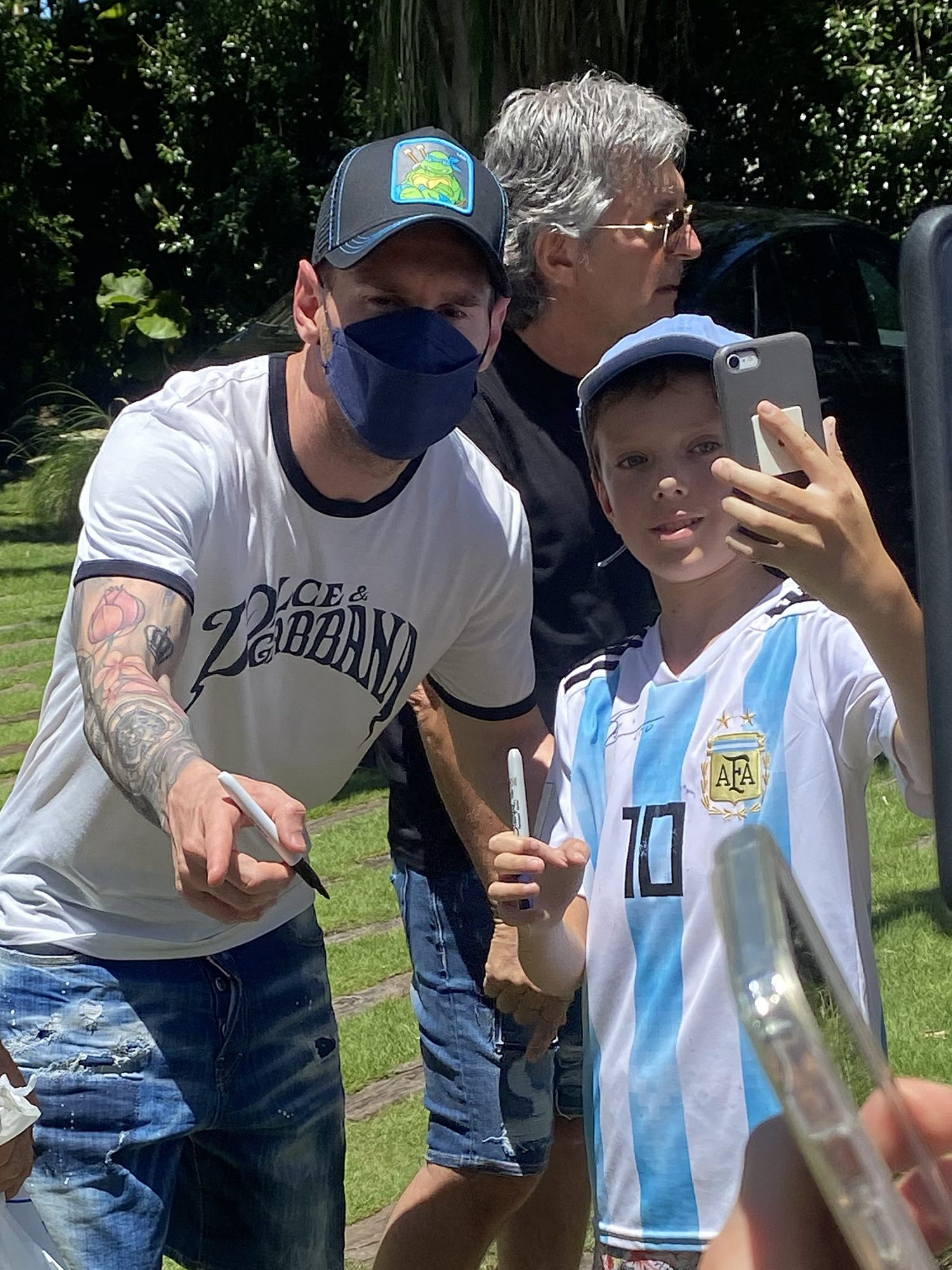 Lionel Messi Greets his Fans at his Rental Mansion in Miami