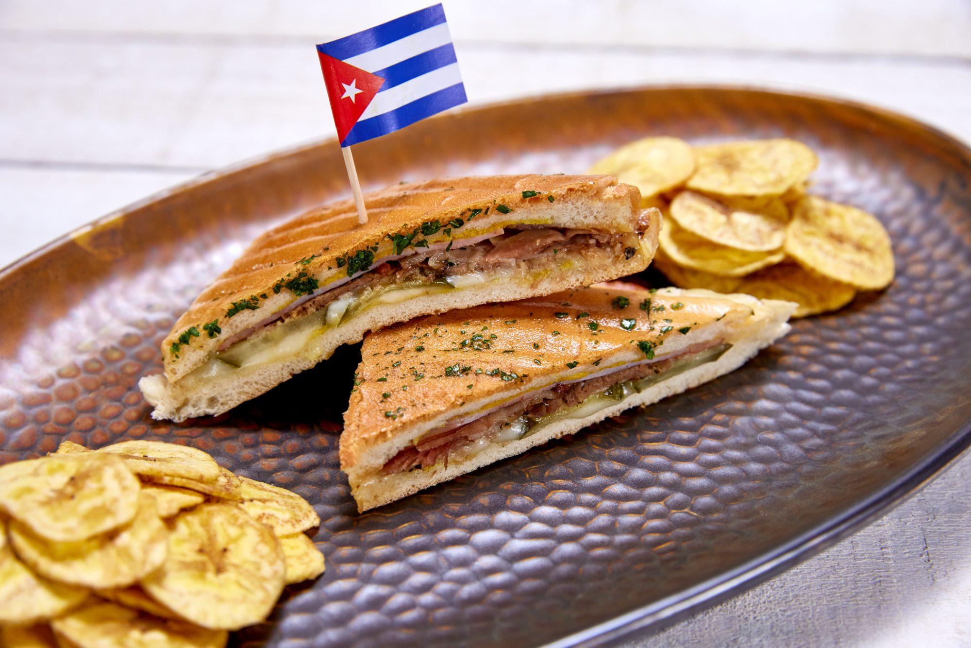 Sándwich cubano prensado