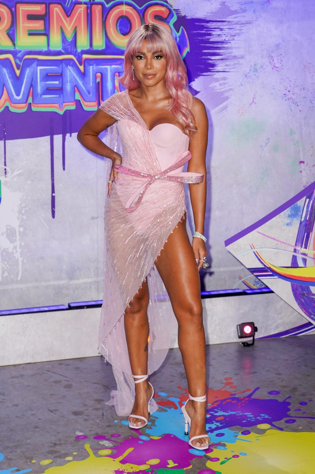 Anitta en premios juventud