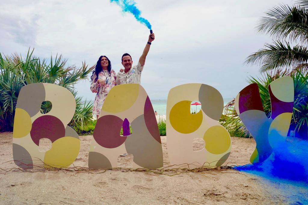 Carlos Calderón y Vanessa Lyon baby shower