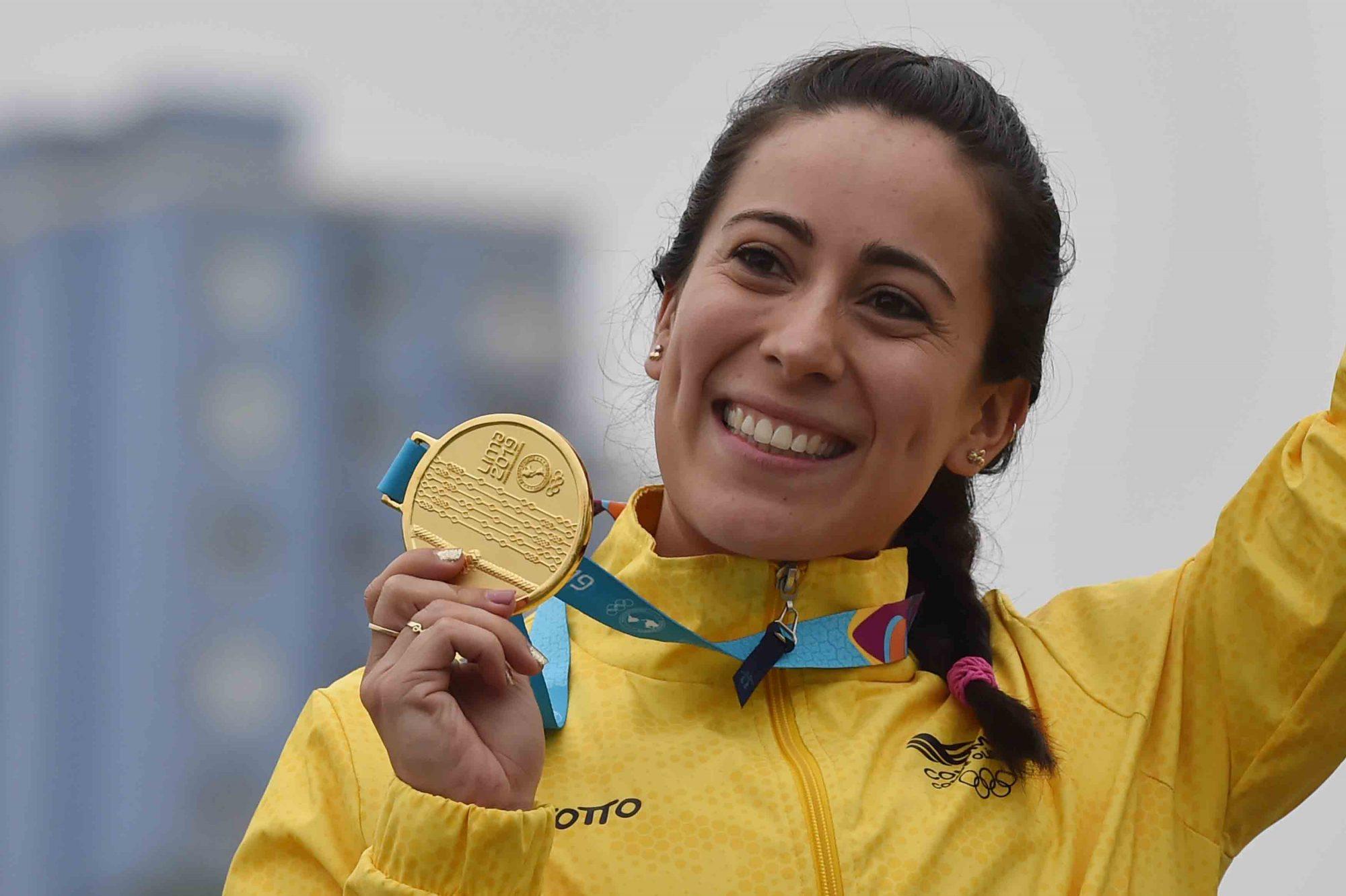 La reina del BMX, como es reconocida, ha ganado tres medallas olímpicas para Colombia, y es la única atleta de este país que ha logrado subirse a lo más alto del podio en dos ocasiones. En Tokio 2020 ganó una medalla de plata.