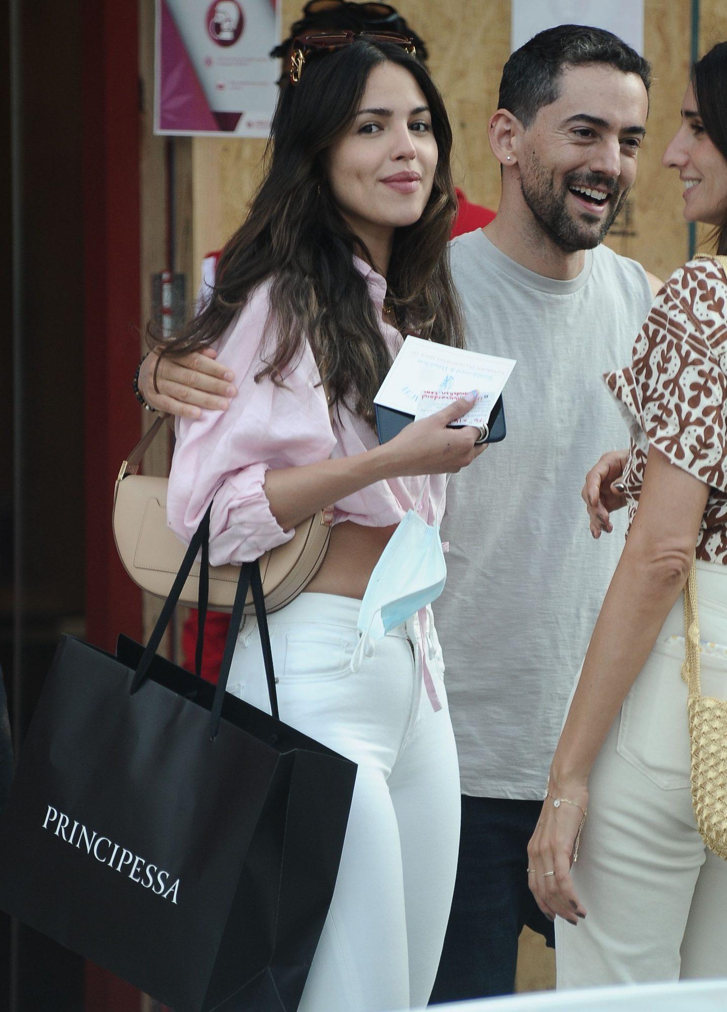 Eiza Gonzalez Bumps into Luis Gerardo Mendez while Shopping in LA