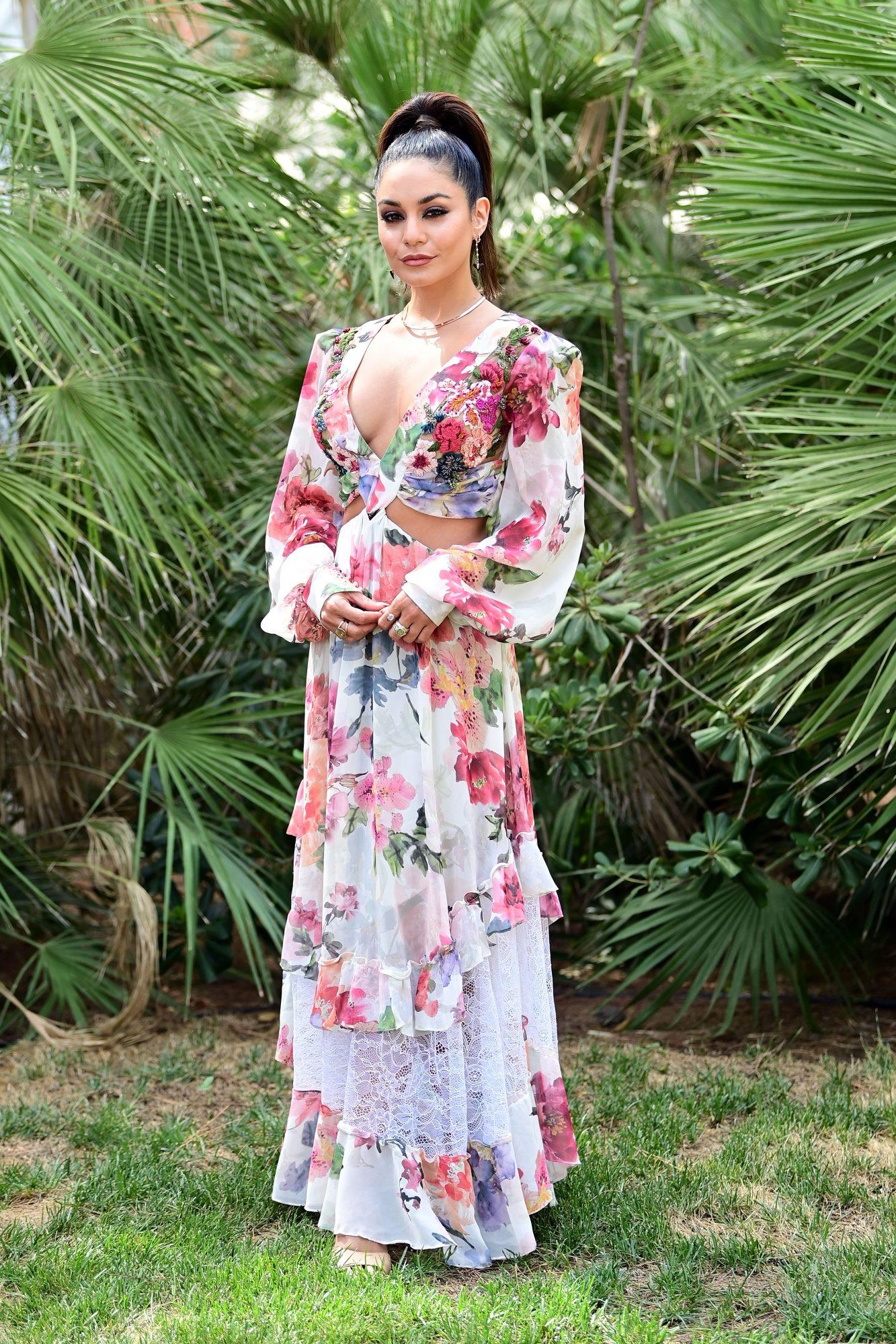 Vanessa Hudgens, vestido estampado, look del dia, italia