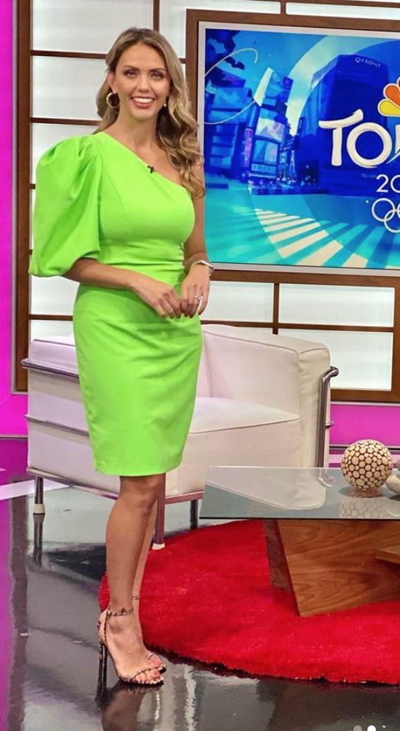 Jessica Carrillo, look del dia, vestido verde neon