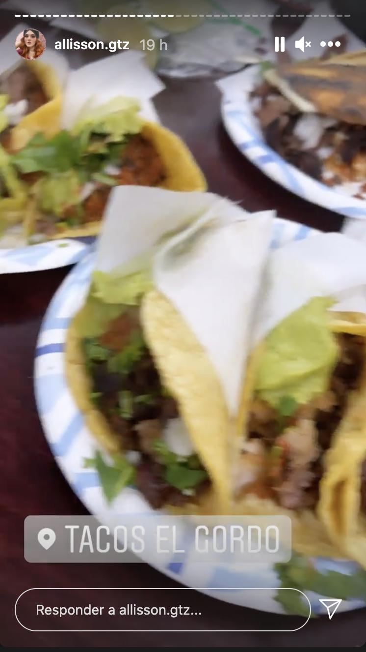 Allissson Lozz en Las Vegas comiendo tacos