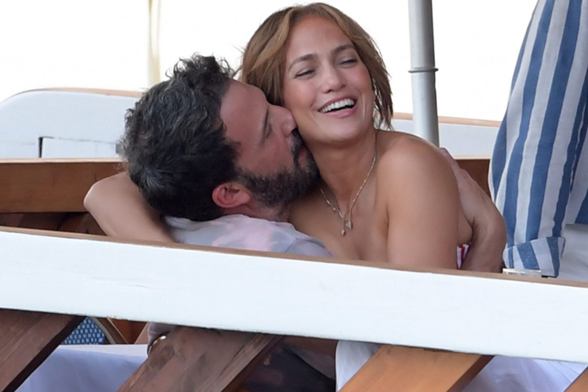 Loved-up pair Jennifer Lopez and Ben Affleck Pack on the PDA nerano italy