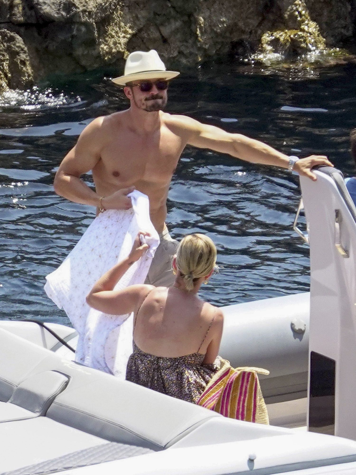 Dad bod to be proud of! Orlando Bloom Enjoys the Sun with Katy Perry and Baby Daisy