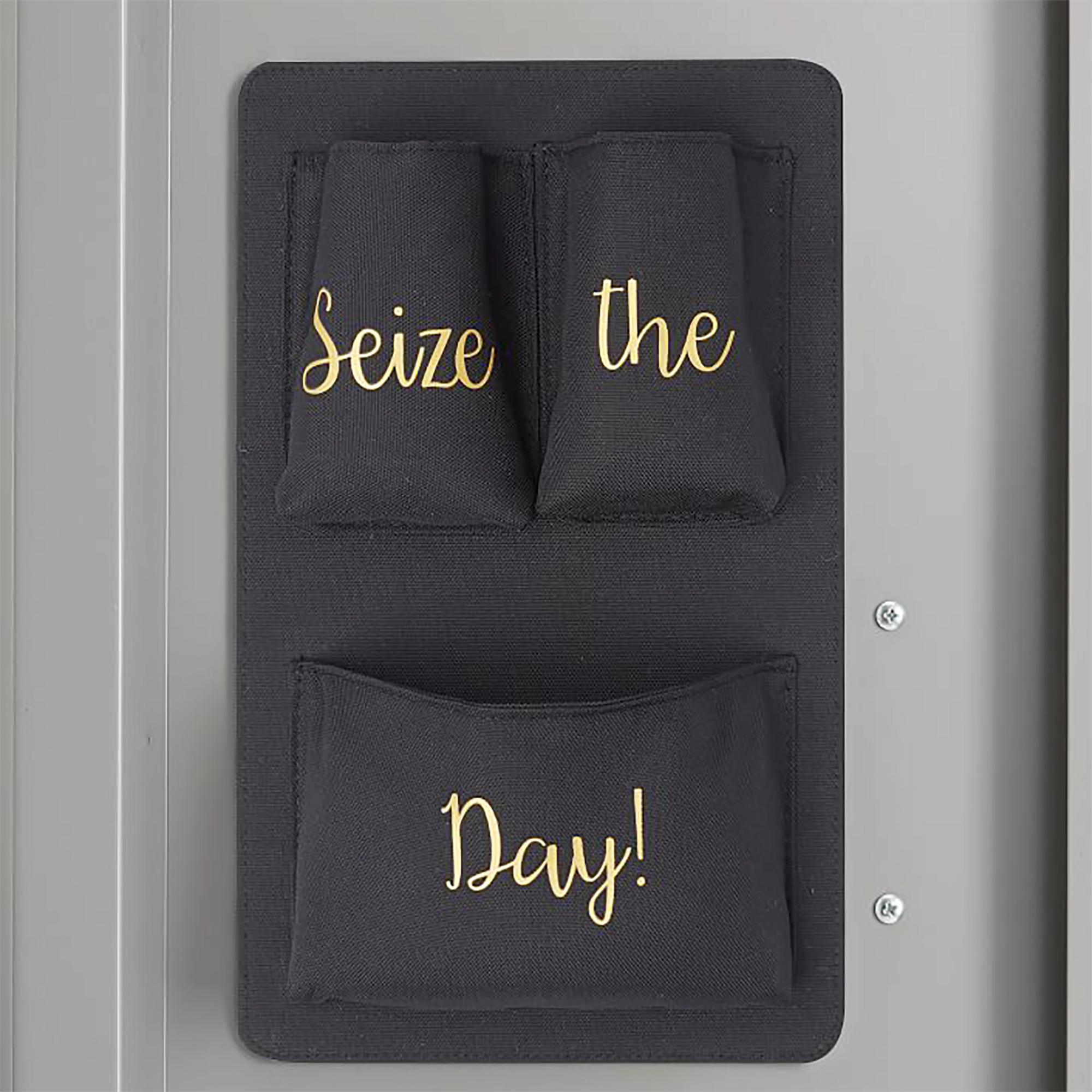 Este sencillo y útil organizador le permitirá a tus pequeños tener algunos bolsillos extras en su casillero, así se mantendrá mucho más ordenado.                             Precio: $9.99