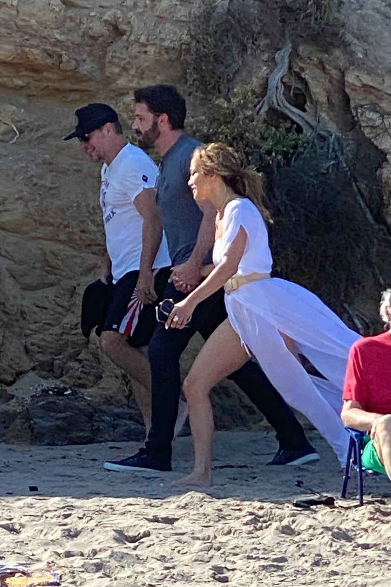 Matt Damon Joins Ben and Jen During Walk on the Beach in LA