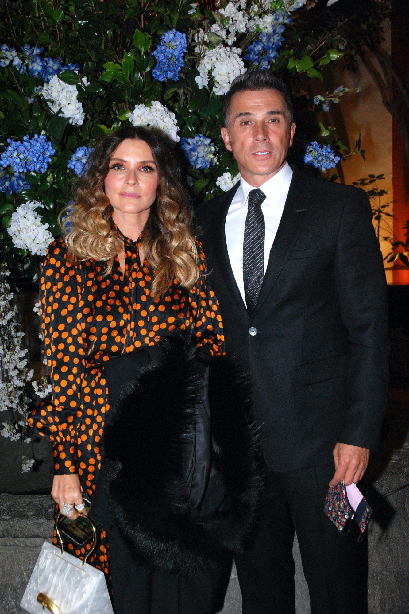 Sergio Mayer e Issabela Camil en la entrega de Premios Excelencia