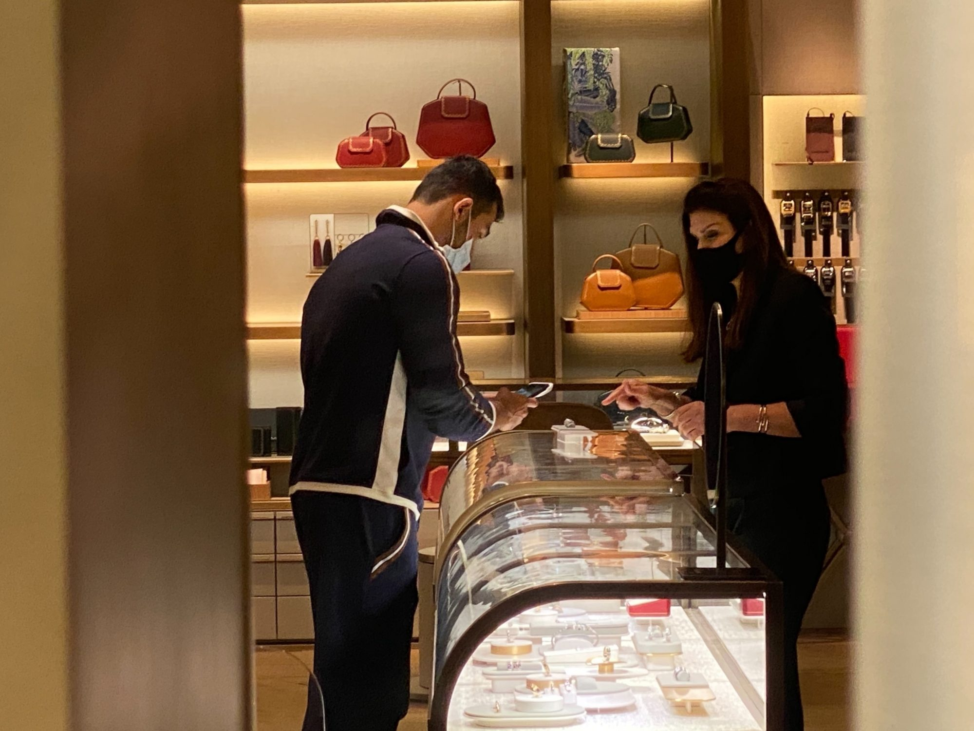 Novio de Britney Spears, Sam Asgari, comprando anillo en Cartier