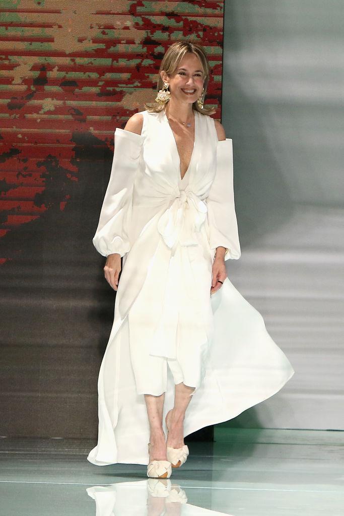 Según Kika Rocha, el nombre de la diseñadora colombiana Silvia Tcherassi no se podía quedar fuera de este listado. A pesar de llevar más de 30 años en el mundo de la moda, la creativa de 56 años ha encontrado la fórmula perfecta para continuar innovando su obra.