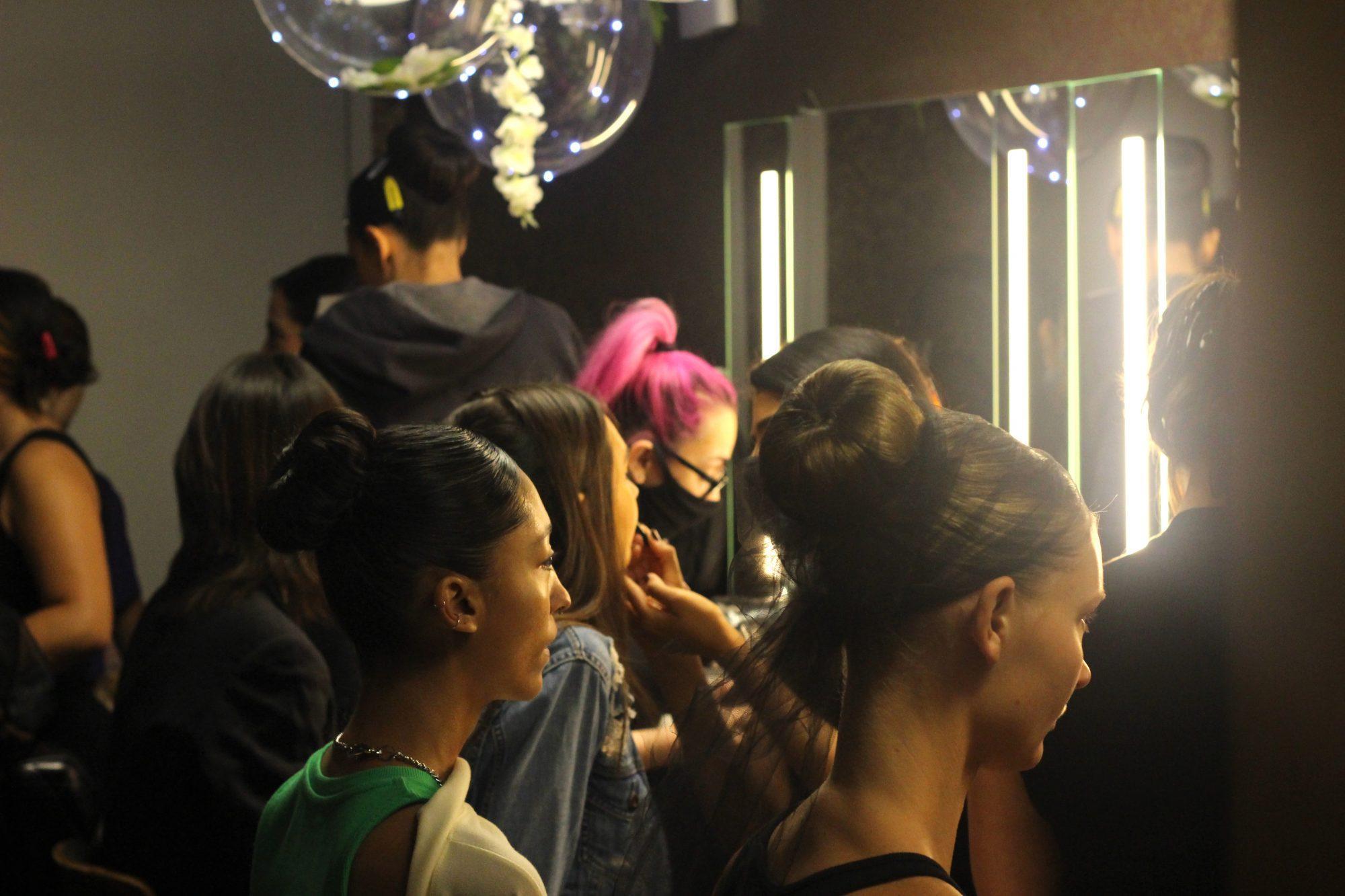 Naeem Khan, desfile de moda, NY Fashion Week 2021, maquillaje