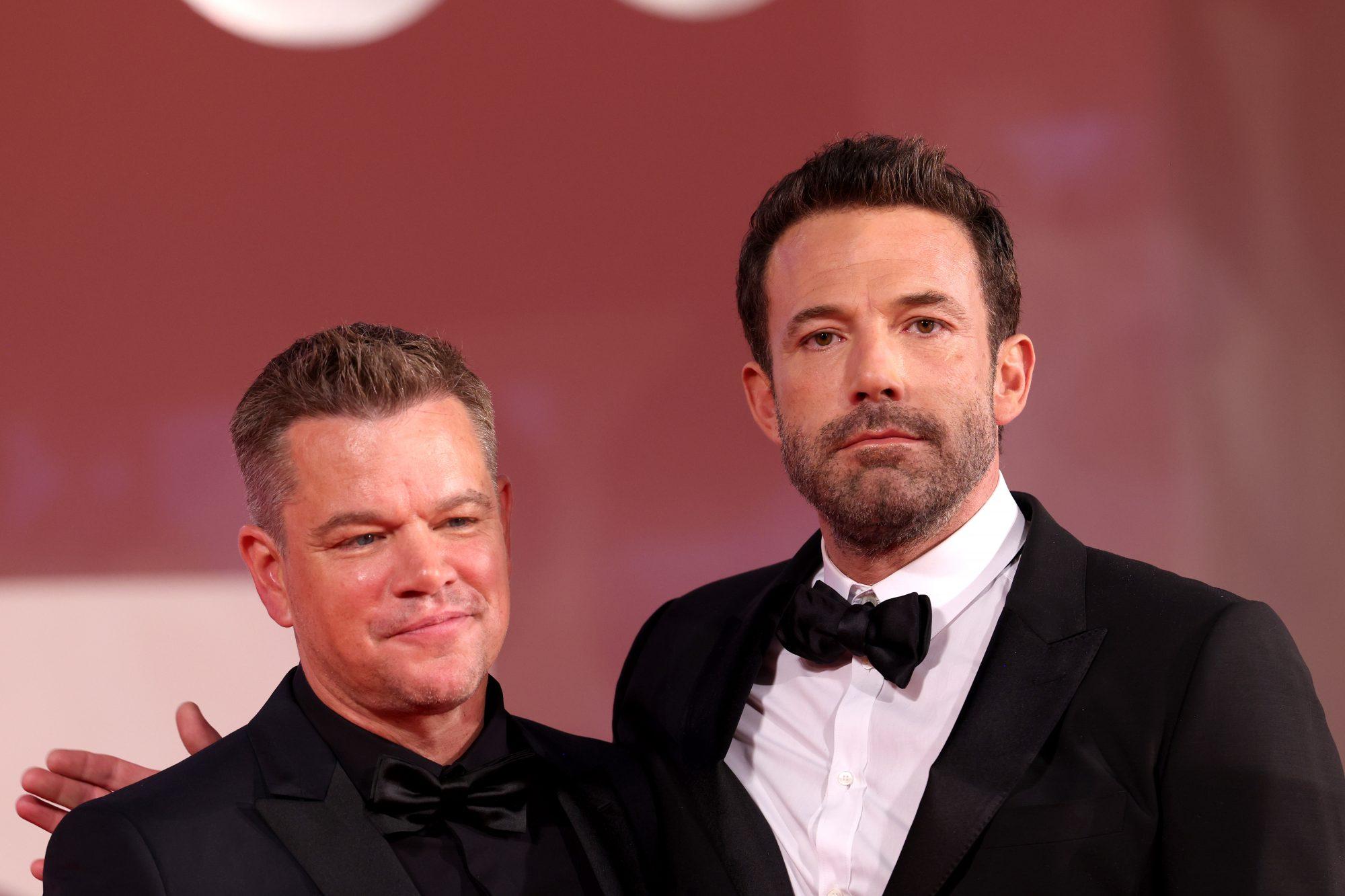 Matt Damon, el gran amigo de Ben Affleck, estuvo presente en la alfombra roja y le ha expresado a la pareja su felicidad de verlos juntos nuevamente.