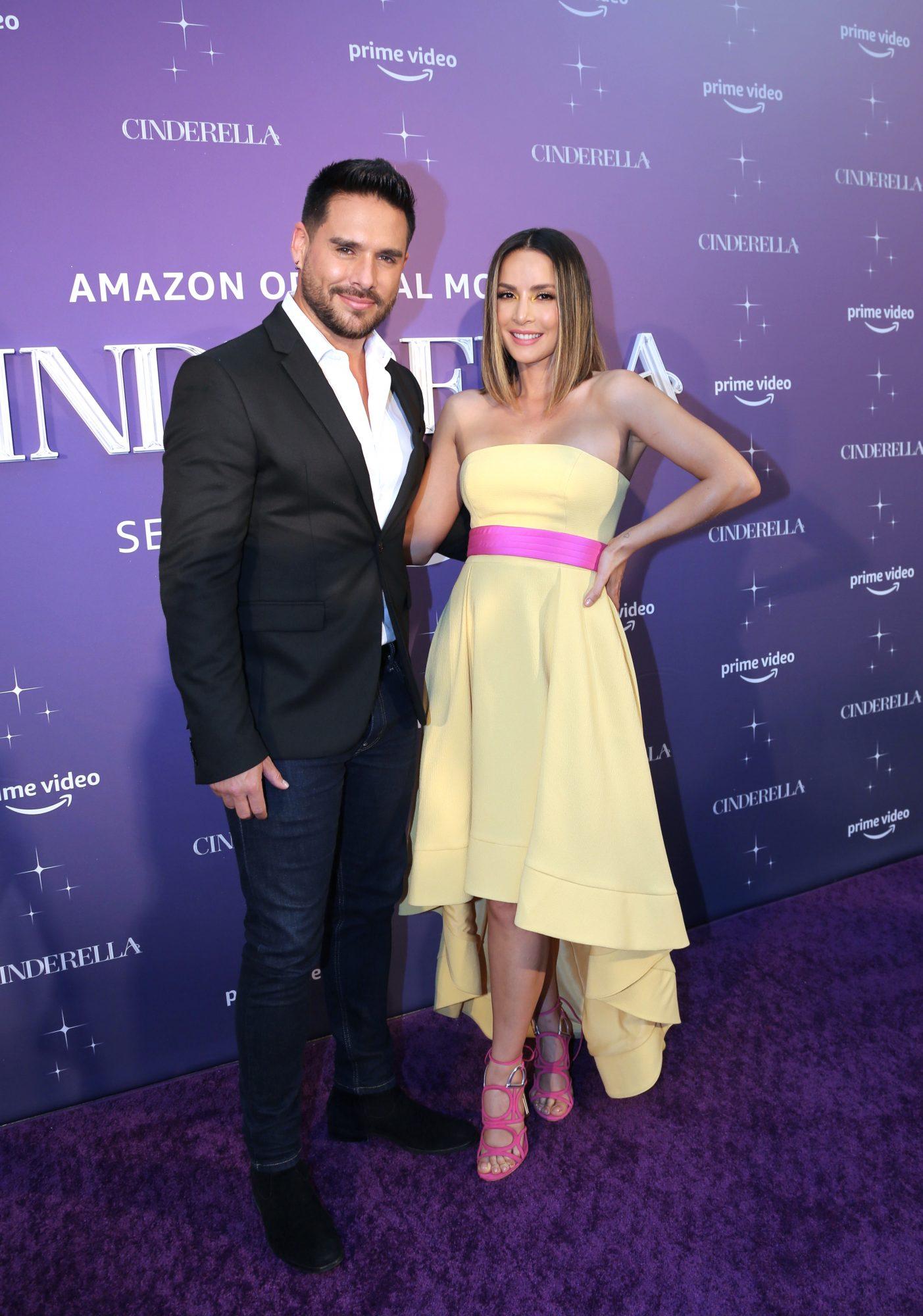 Sebastian Caisedo y Carmen Villalobos en la alfombra de la premier de la nueva version de Cinderella