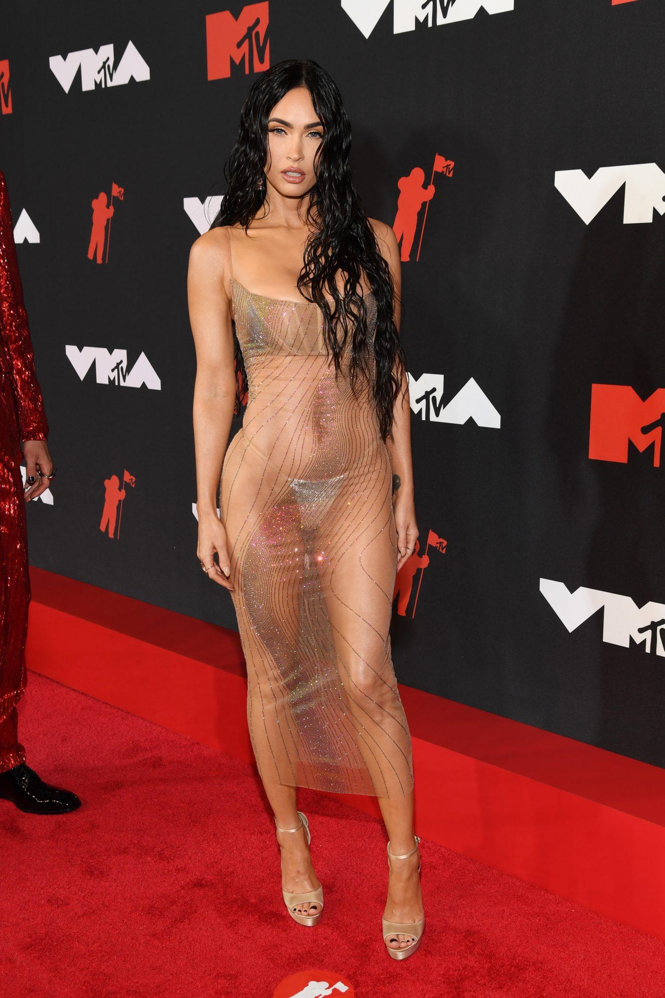 Mejores looks alfombra VMAs