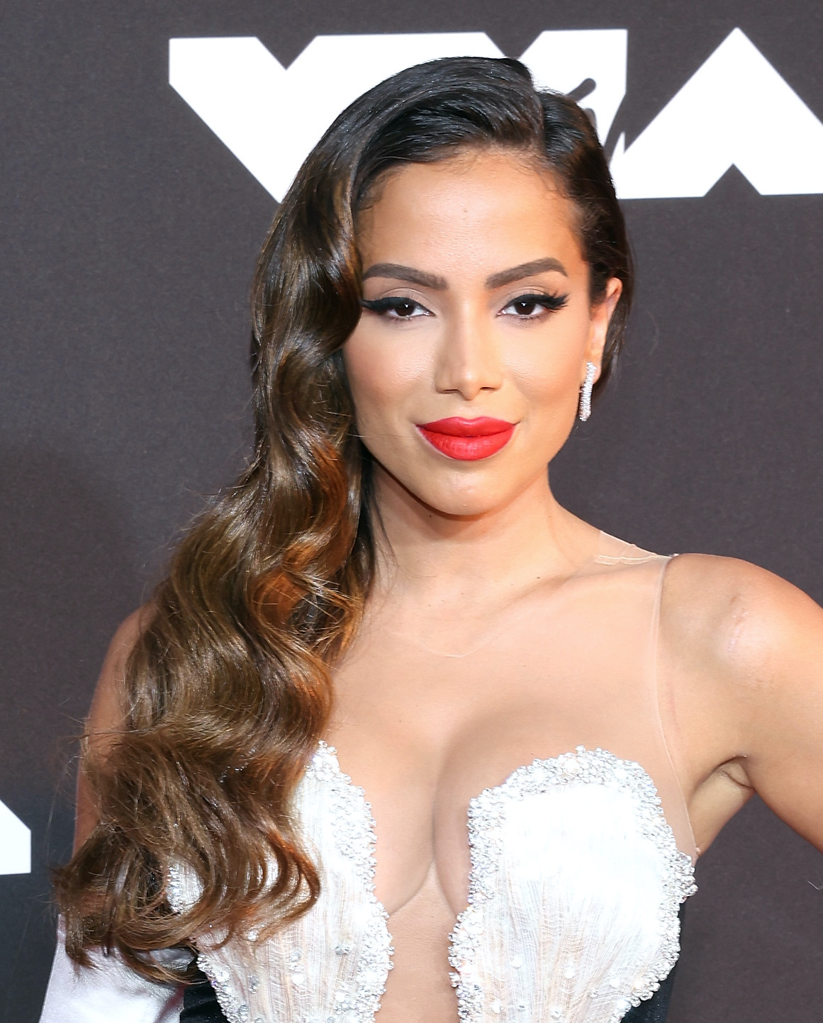 MTV VMA looks del belleza, Anitta