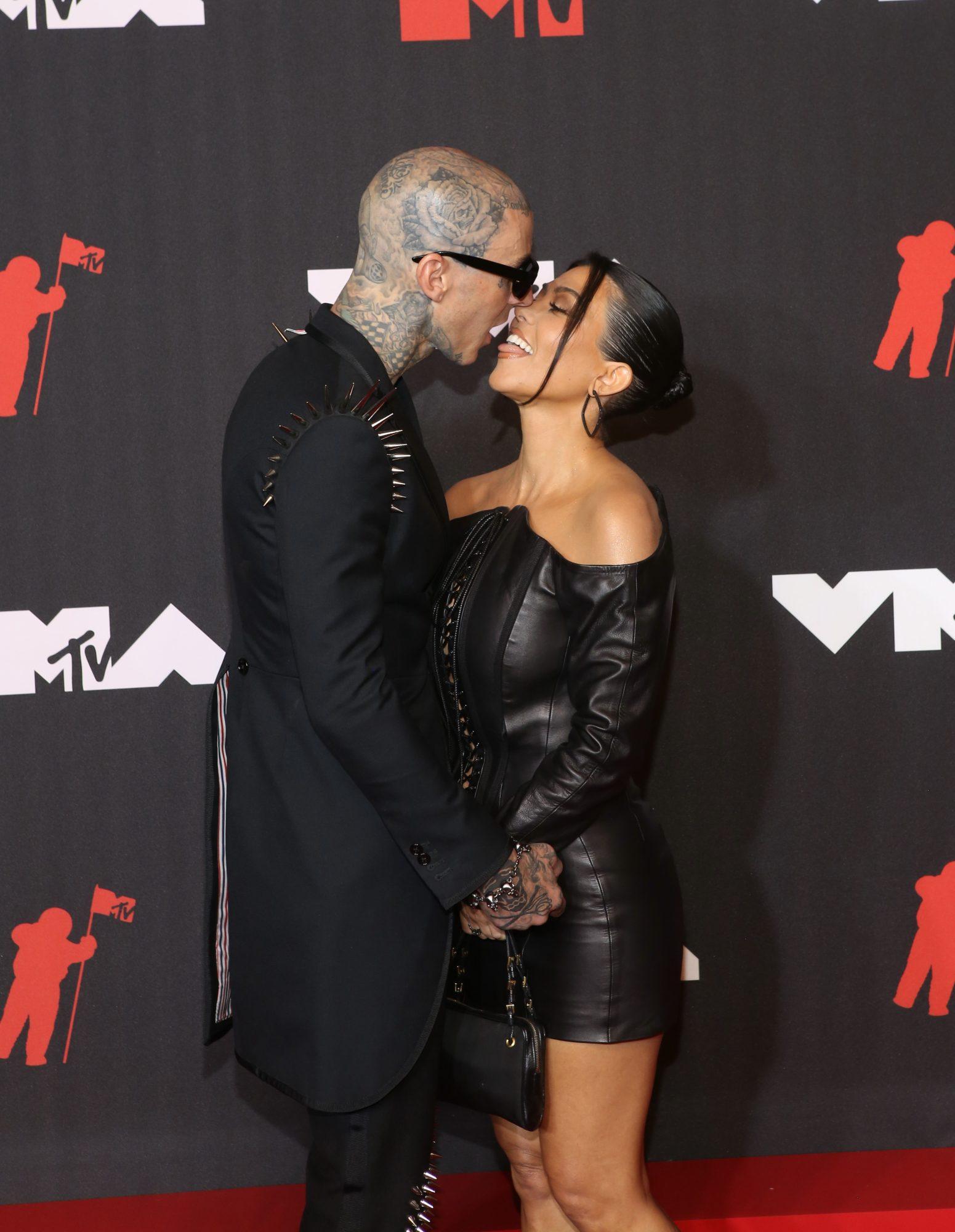 Travis Barker Kourtney Kardashian VMAs 2021