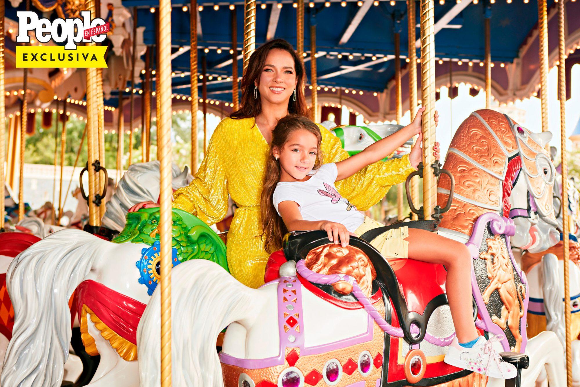 Adamari Lopez y Alaia en Disney World