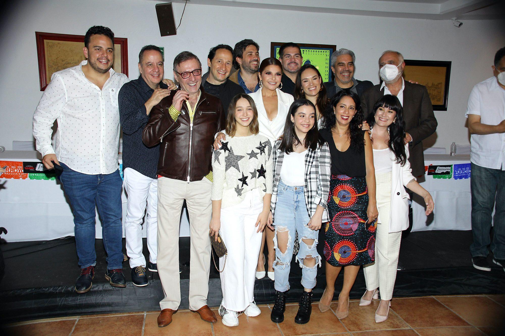 """Itatí Cantoral y más participan en la obra de teatro """"Sola En La Oscuridad"""