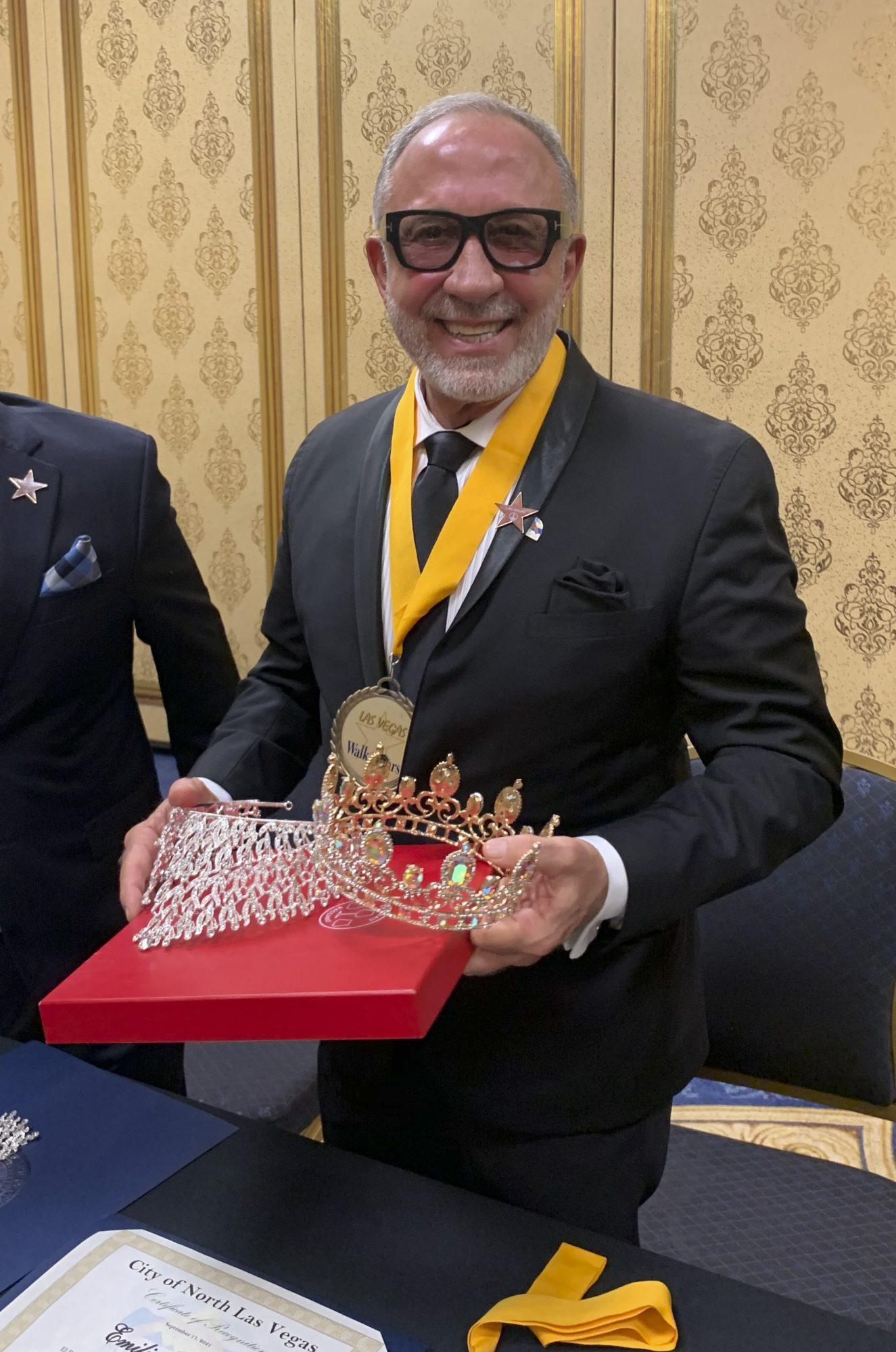 Emilio Estefan fue coronado en Las Vegas y lo nombran Rey de le Herencia Hispana