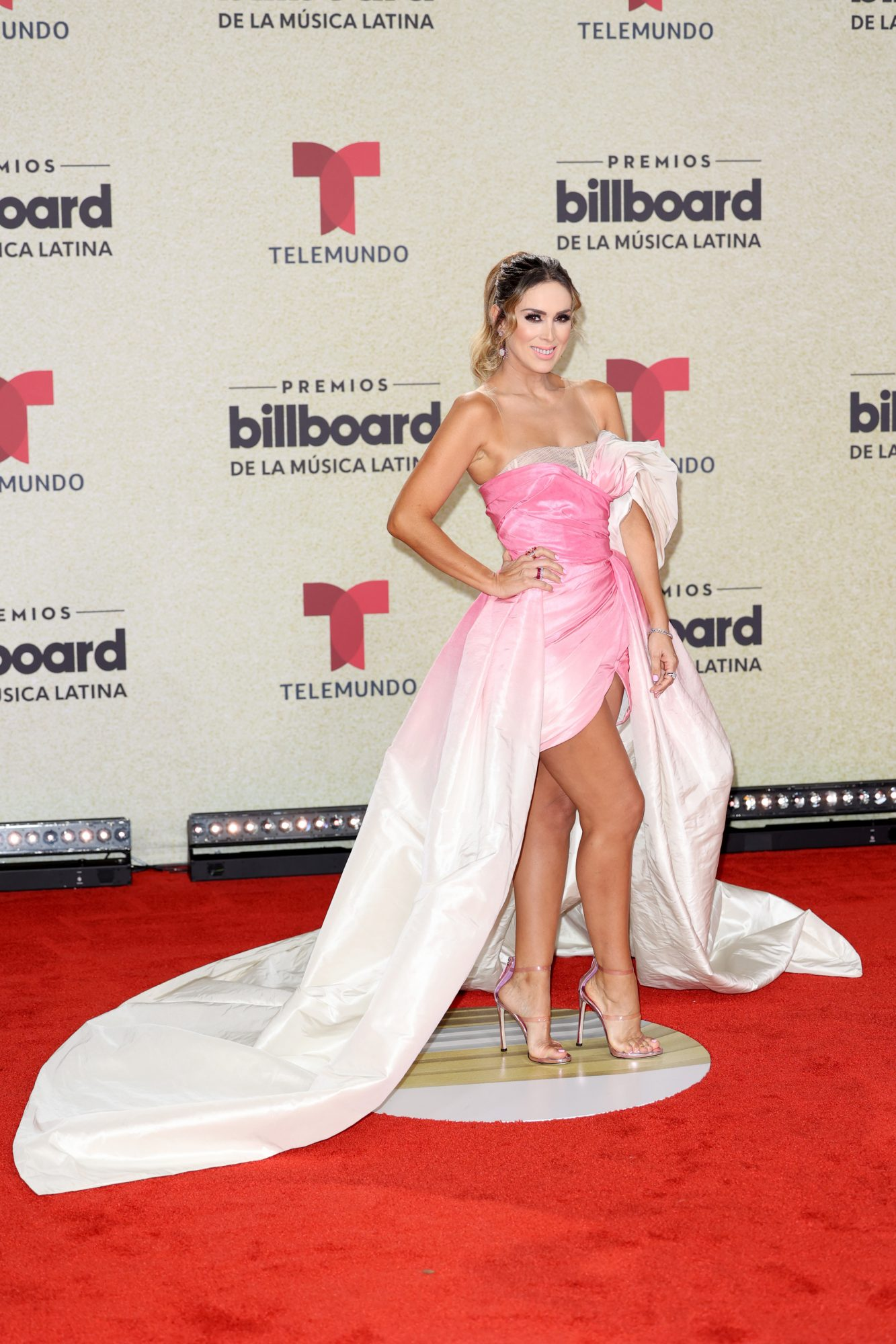 Jacqueline Bracamontes, Premios Billboard 2021