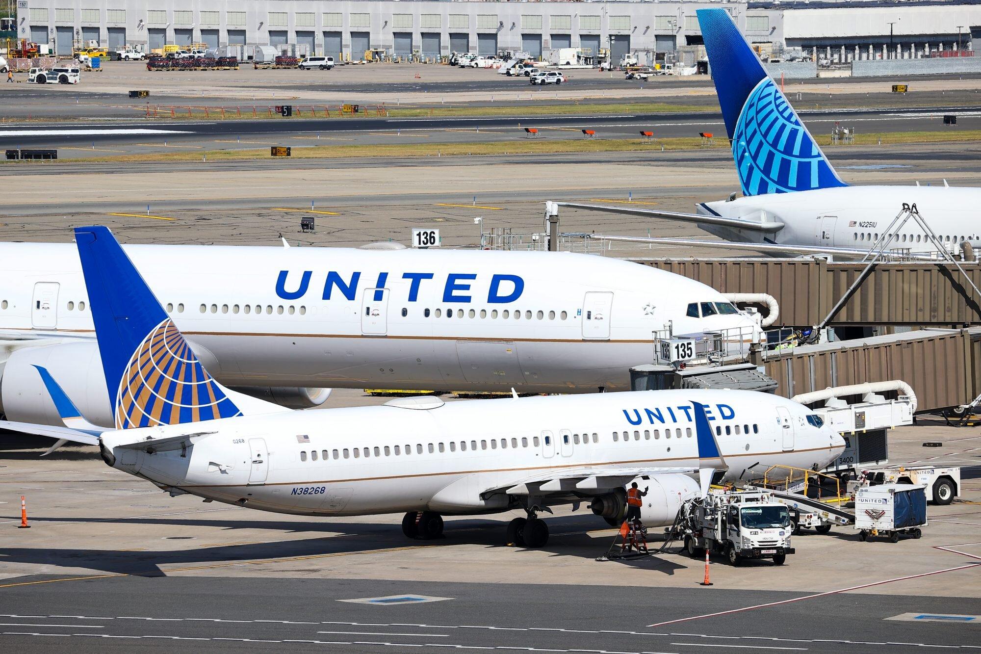 COVID: United Airlines despedirá a casi 600 empleados que desafiaron el  mandato de estar vacunados | People en Español