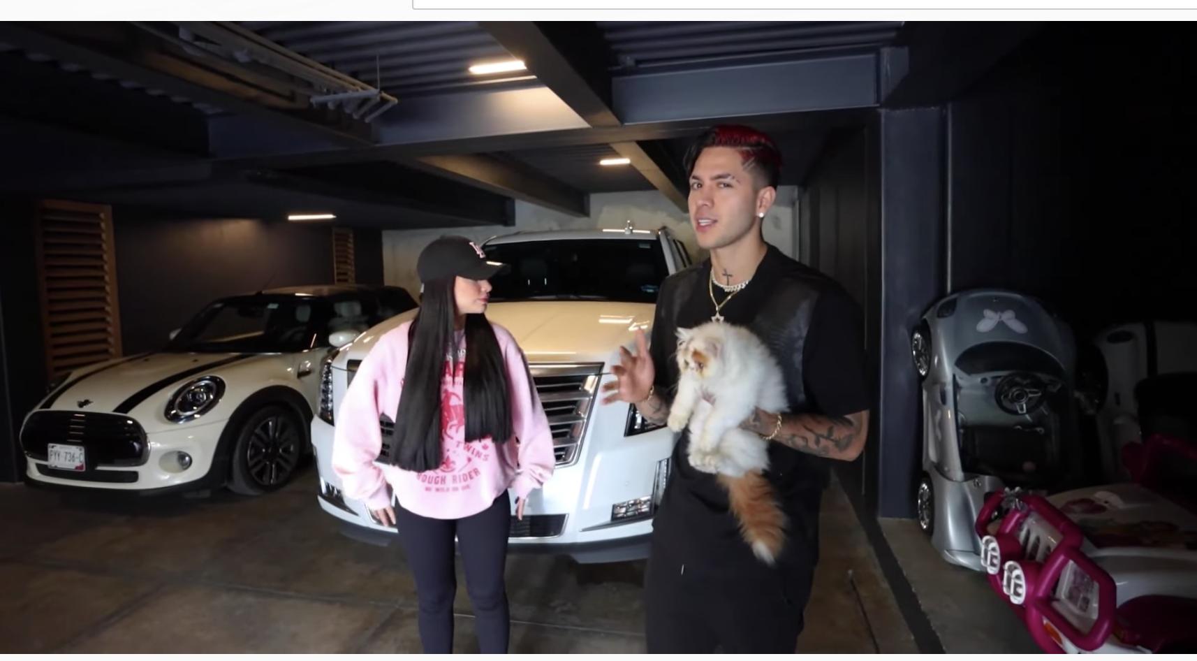 La pareja tiene algunas mascotas, como el simpático gato Copito, a quien vemos en compañía de sus amos en un tour por el modernísimo garage de su nueva mansión, que es subterráneo y donde también hay cuartos especiales para su personal de seguridad.