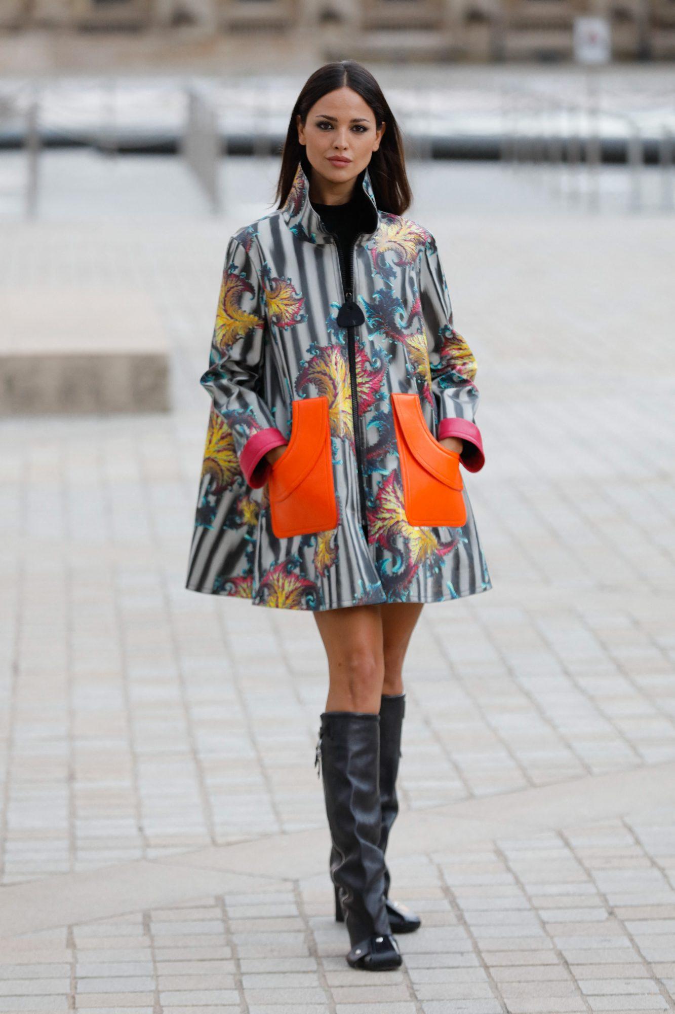 Eiza Gonzalez en Paris, look del dia
