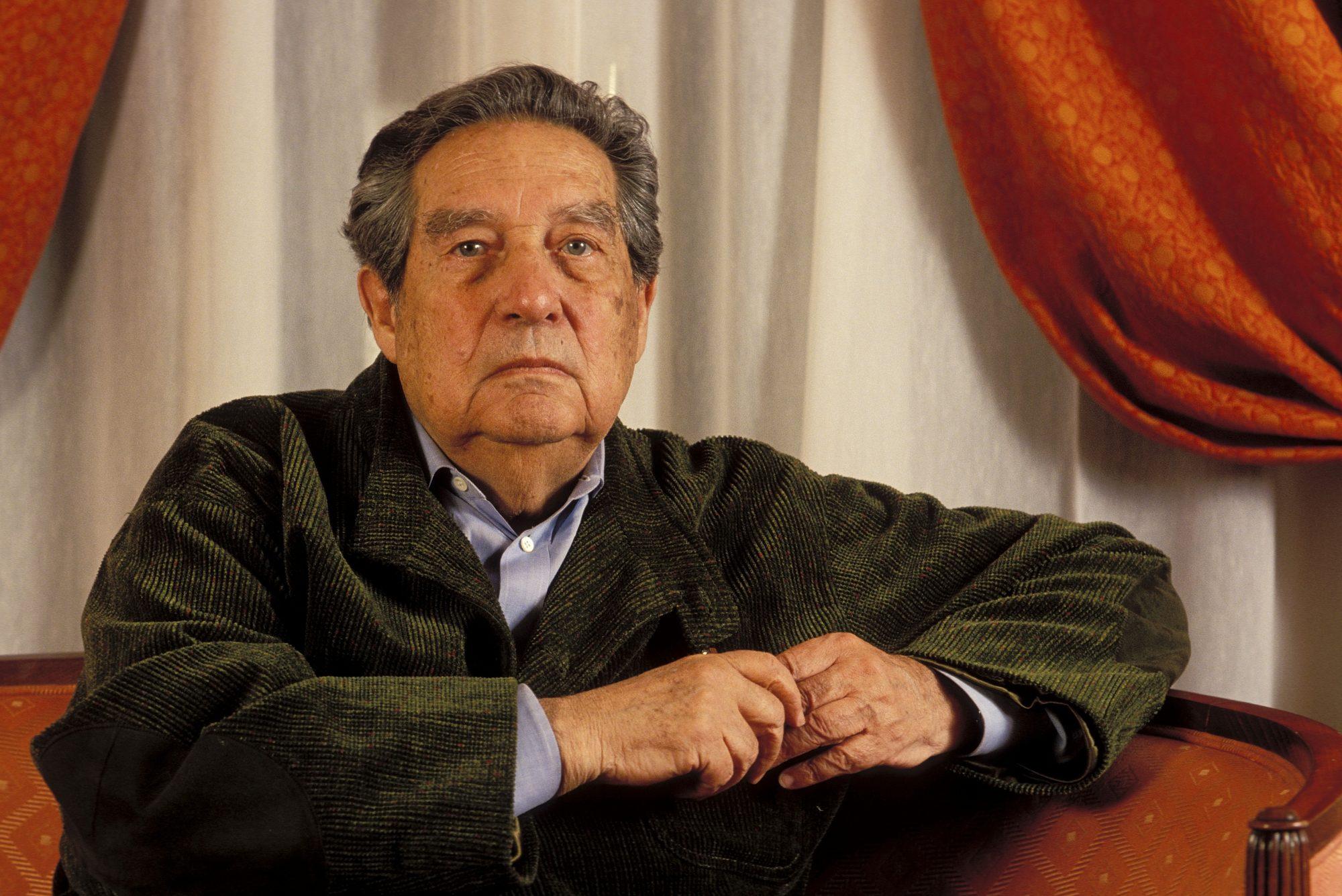 Para los mexicanos, Octavio Paz continúa siendo motivo de orgullo. Además de ser considerado como uno de los grandes poetas del siglo pasado, también hace parte del selecto grupo de latinos que ha recibido un Premio Nobel de Literatura. El laberinto de la soledad es su obra más aclamada y su temática exalta diferentes rasgos de la cultura méxicana.