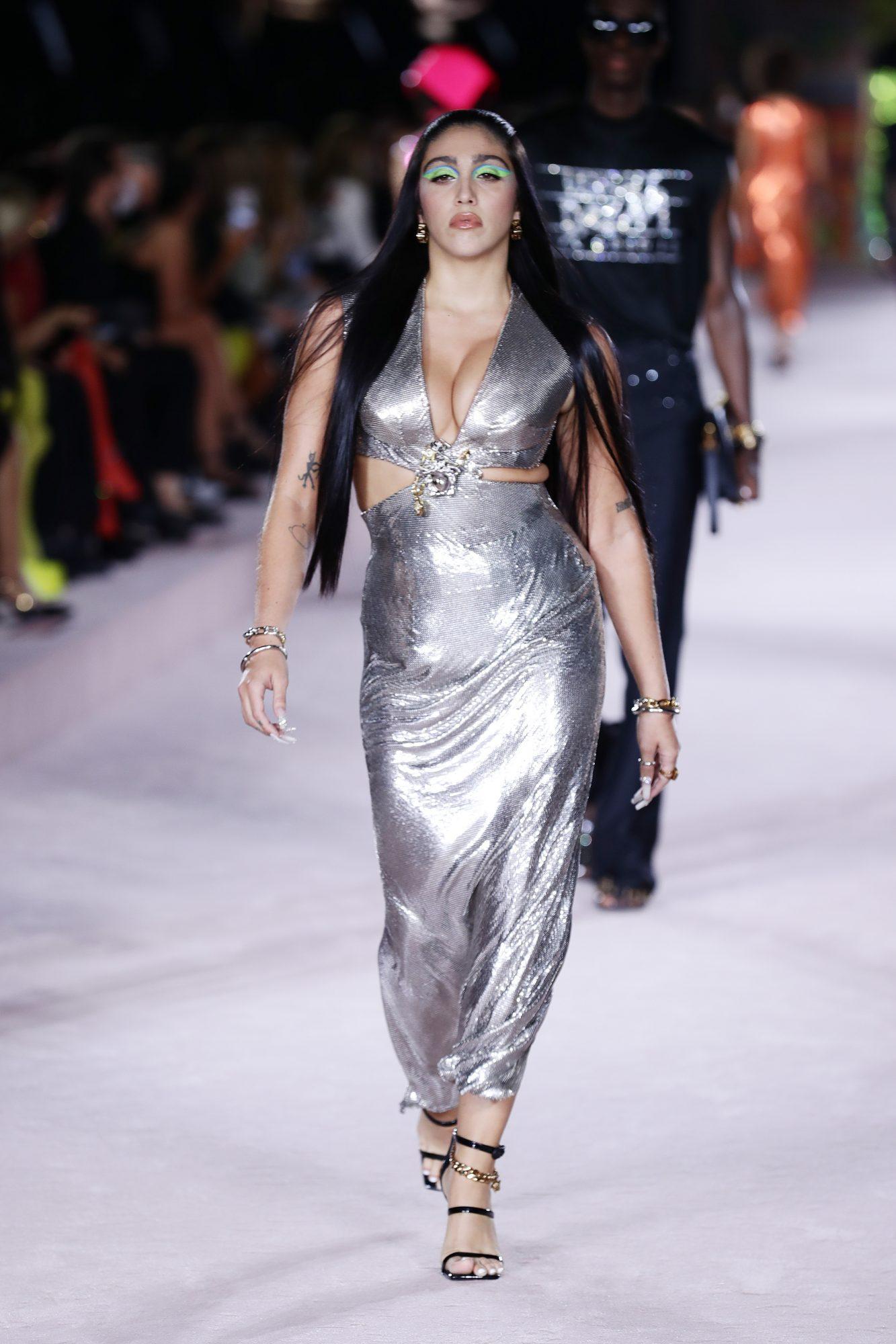 Lourdes León triunfa en la moda
