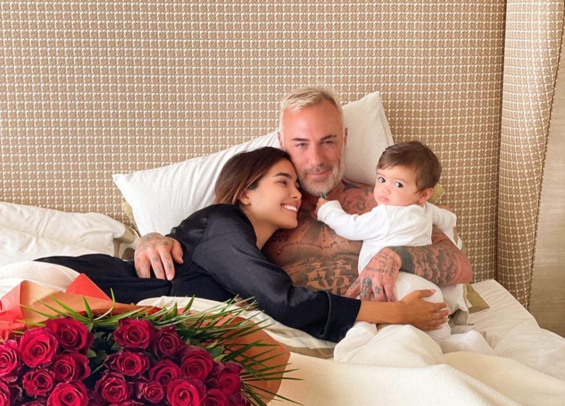 Gianluca Vacchi y Sharon Fonseca junto a su hija