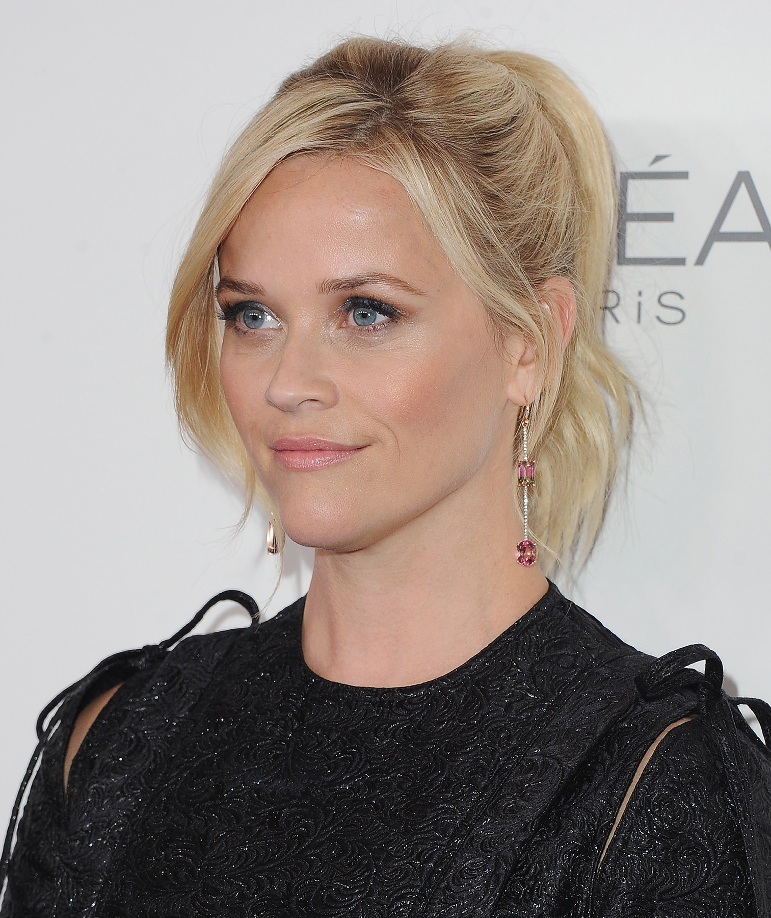 Reese Witherspoon with hair in ponytail