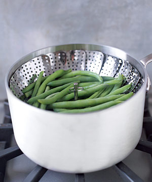 String beans in a steam pot