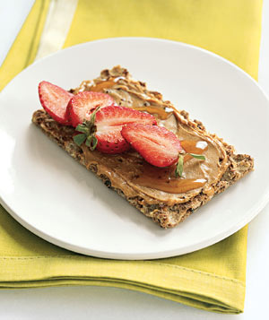 Cashew butter and strawberries on crisp bread
