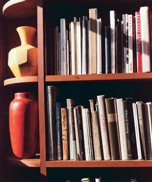 Books and vases in a bookcase