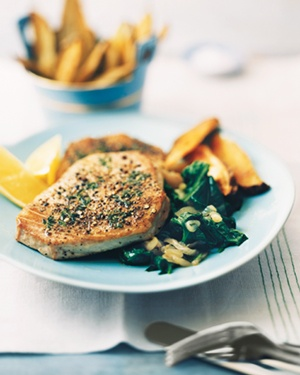 Pepper-Crusted Tuna With Oven Fries and Spinach