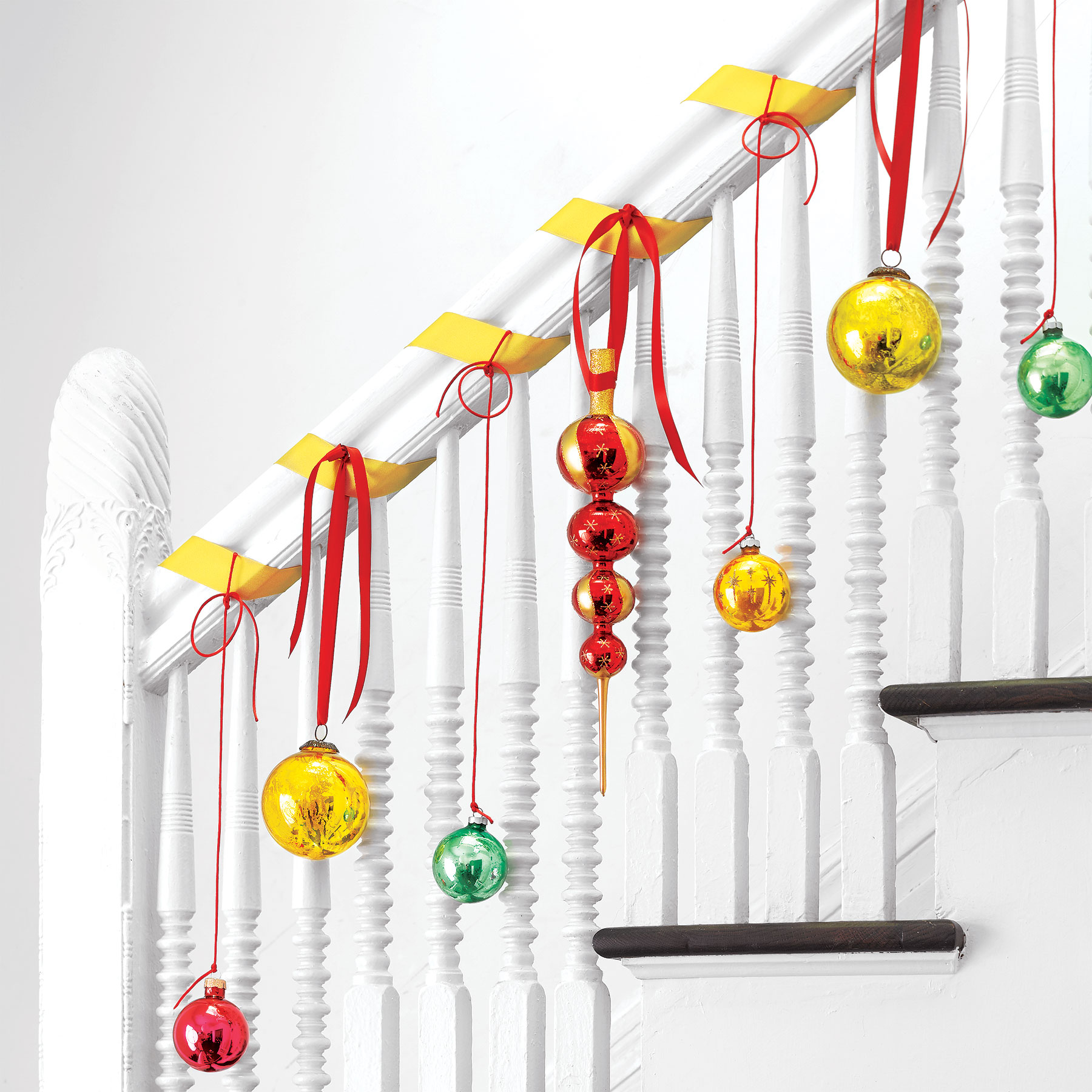 Fast Holiday Decor Ideas, Ornaments on Stair Banister