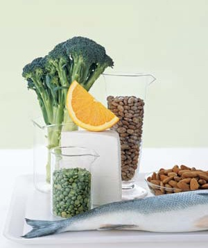 Fish with broccoli, beans, nuts and an orange