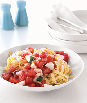 Pasta With Marinated Tomatoes and Mozzarella